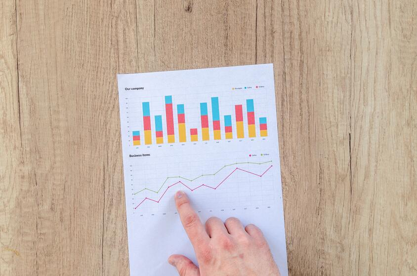 chart-data-desk-590011