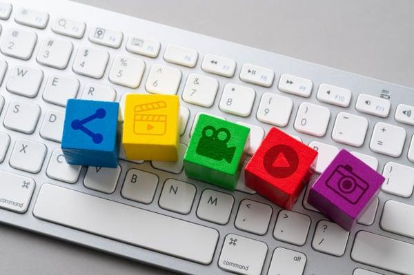 icono-redes-sociales-teclado_117856-950