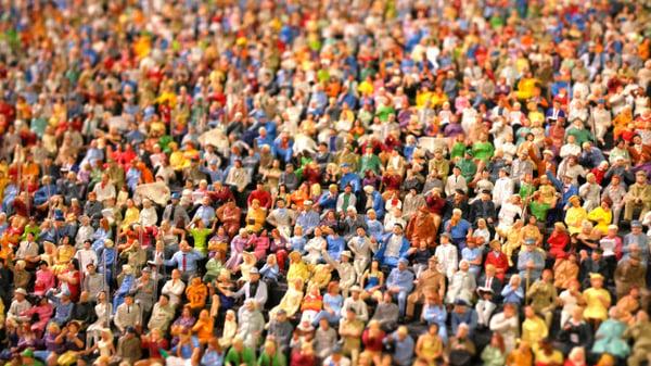 mini-figura-multitud-personas-sentadas-estadio_28658-318